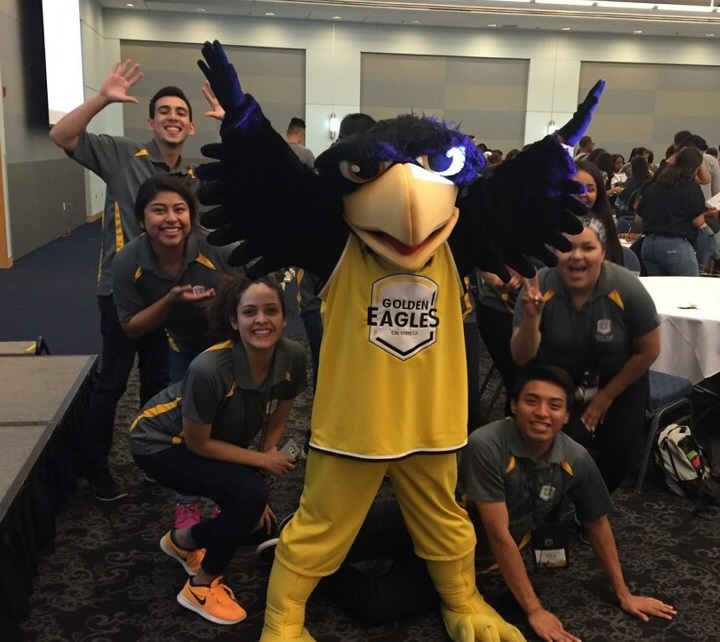 Orientation Leaders with the school mascot, Eddie the Eagle