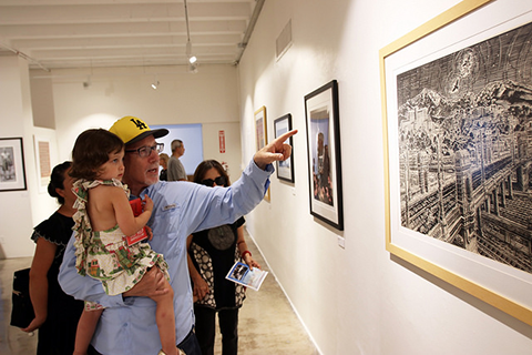 Alumnus Jeff Silverman and family at Fine Arts Gallery exhibition.
