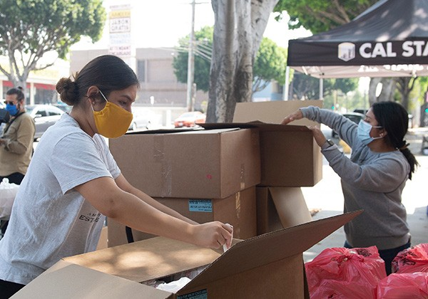 Cal State LA volunteers unpacking boxes at food bank event